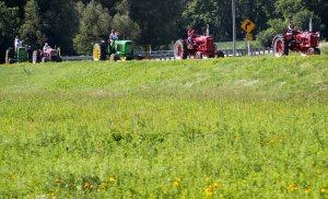 hnews_sun_718_tractortrek2